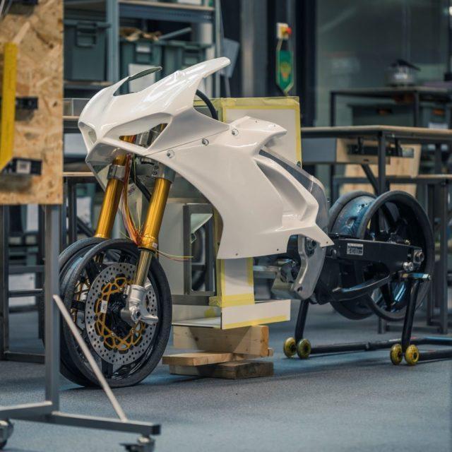 Sähkömoottoripyörä on yliopiston opiskelijatyön voimannäyte